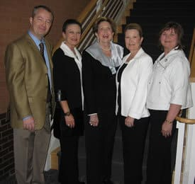 Carolyn Kirkpatrick with her children (l. to r.)  Neal Kirkpatrick, Donna Isom, Carolyn Kirkpatrick, Debbie Makris and Gina Tappan.