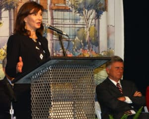 Actress Mary Steenburgen and then-Gov. Mike Beebe spoke at the dedication of the new UAMS hospital.