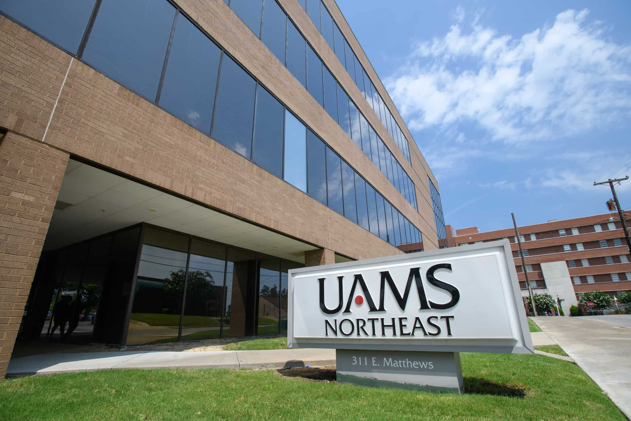 Picture is of the exterior of the UAMS clinic on the northeast regional campus.