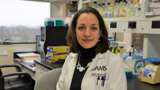 Isabelle Racine Miousse博士,正在研究一种常见营养素在癌症治疗中的作用。