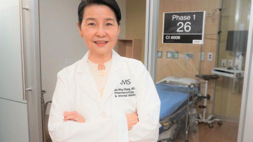 """UAMS的张慧明医学博士领导了""""凤凰试验""""。"""