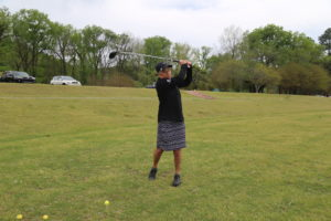 """Melissa """"Mimi"""" Evans practices her swing at Rebsamen Park Golf Course. After years of knee pain, Evans turned to C. Lowry Barnes, M.D., at UAMS for knee replacement surgery."""
