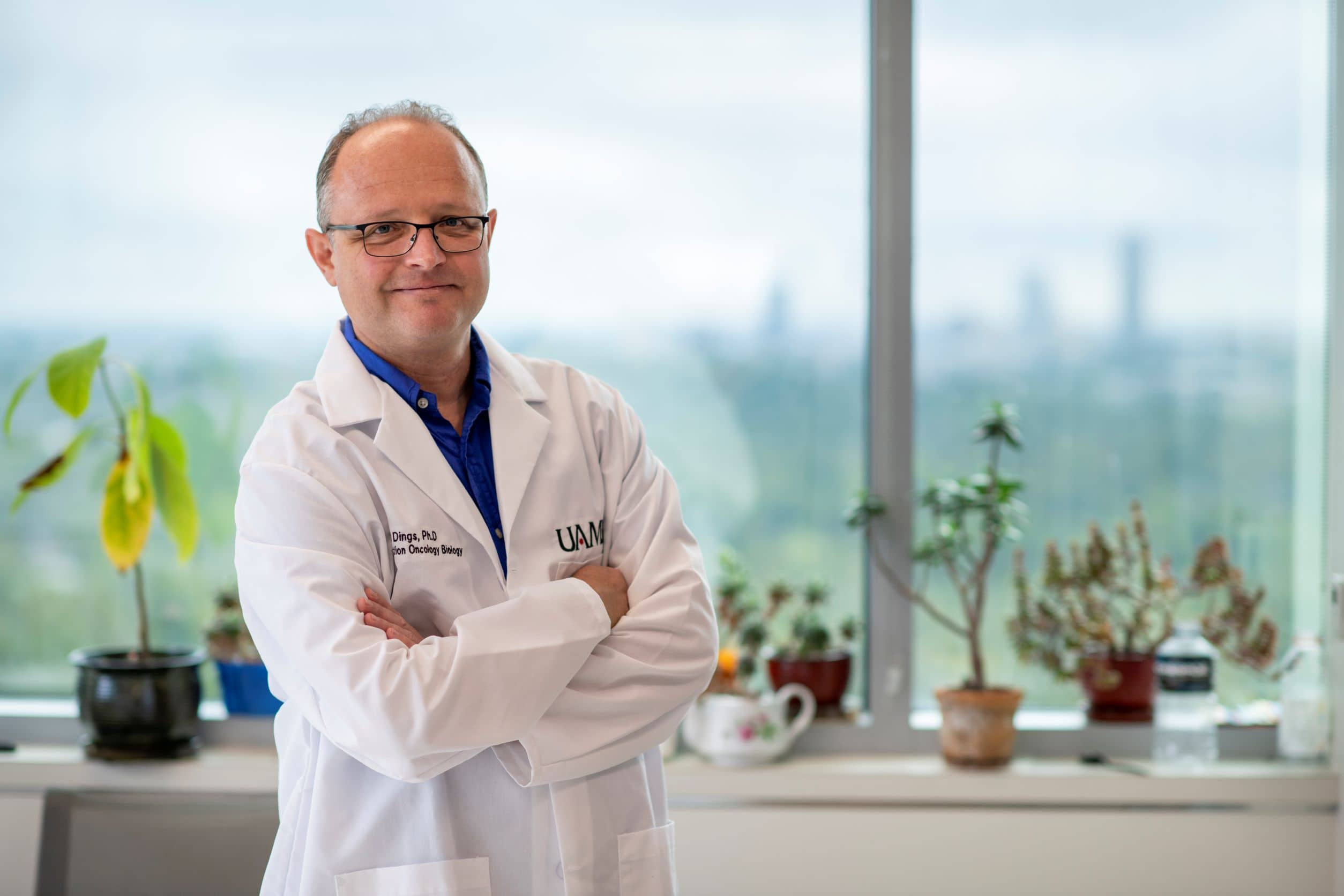 UAMS' Ruud P.M. Dings, Ph.D., hopes to improve treatment outcomes for cancer patients with an absence of good gut bacteria.